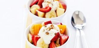 سالاد میوه با ماست و عسل